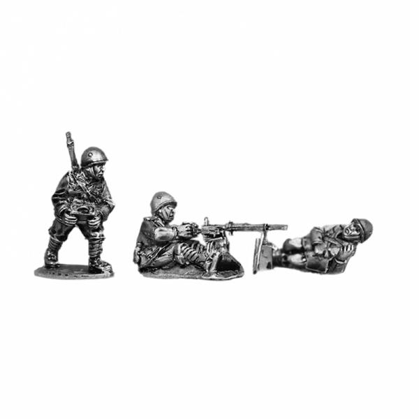 Italian Fiat Revelli heavy machine gun (HMG) team wearing helmets